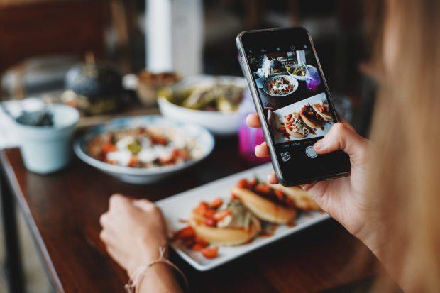 Smartphone Come fotografare il cibo Foto roman odintsov on pexels
